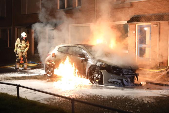 Zondagavond vloog een auto in brand in Schijndel.