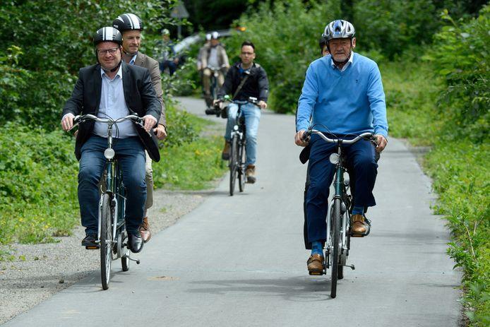 Le Ministre fédéral de la Mobilité Francois Bellot (MR) et son homologue wallon, Philippe Henry (Écolo), se sont rendus la semaine dernière à l'emplacement du futur tronçon du RAVel entre Châtelet et Gerpinnes.