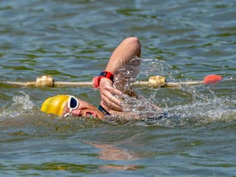 Vandalisme bij triatlon Gendt; lijnen doorgesneden en vuilnis in zwemwater gedumpt, maar Diederik Scheltinga wint 'gewoon'