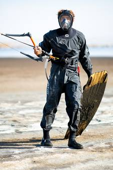 Kitesurfer ongedeerd na helletocht op heet water: 'Echt heel gaaf'
