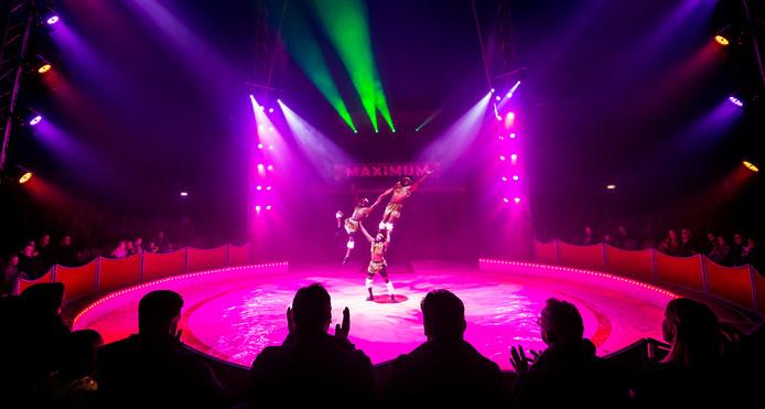 Het circus hield donderdagavond de eerste show in Dordrecht.