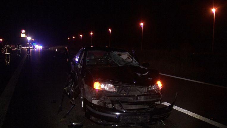 De beschadigde auto na het dodelijke ongeval.