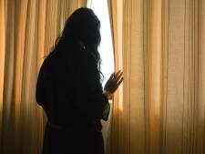 Vader wil zoontje zien en valt zijn ex stelselmatig lastig, nu loopt ze uit angst rond met een noodknop