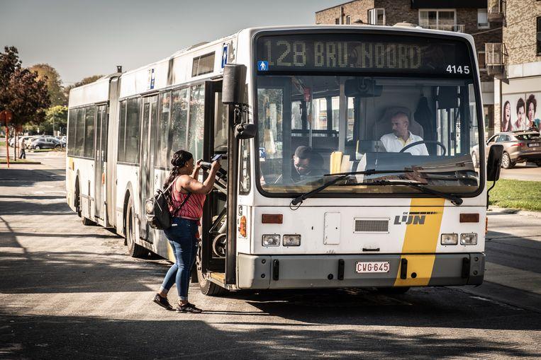 Een bus op de lijn 128 Ninove-Brussel.