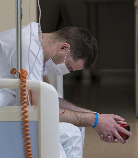 """""""Je pleure en me réveillant"""": le témoignage poignant de soignants face à la crise"""