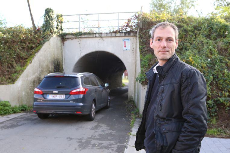 Thomas Deweerdt hoopt samen met veel buurtbewoners dat het brugje toch niet afgesloten wordt.