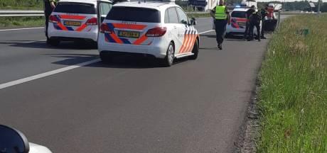 Twee mannen aangehouden midden op snelweg A58 bij Etten-Leur, verdacht van vuurwapenbezit