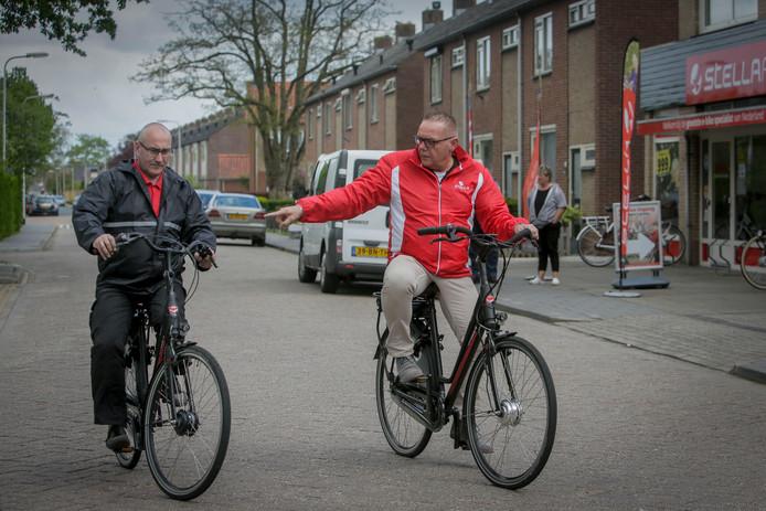 E-bikers bij fietsenzaak Stella in Bemmel.
