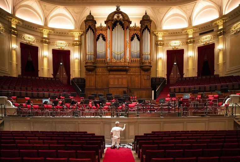 Nu Het Concertgebouw dicht is, kan ongestoord het een en ander aan onderhoud gedaan worden.   Beeld EPA/Remko de Waal