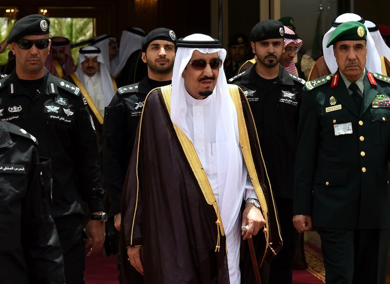 Koning Salman bin Abdoel Aziz van Saoedi-Arabië, waar Bert van Marwijk bondscoach is. Frank Rijkaard wist zich daar als bondscoach niet te plaatsen voor het WK van 2014. Beeld AFP/Getty Images