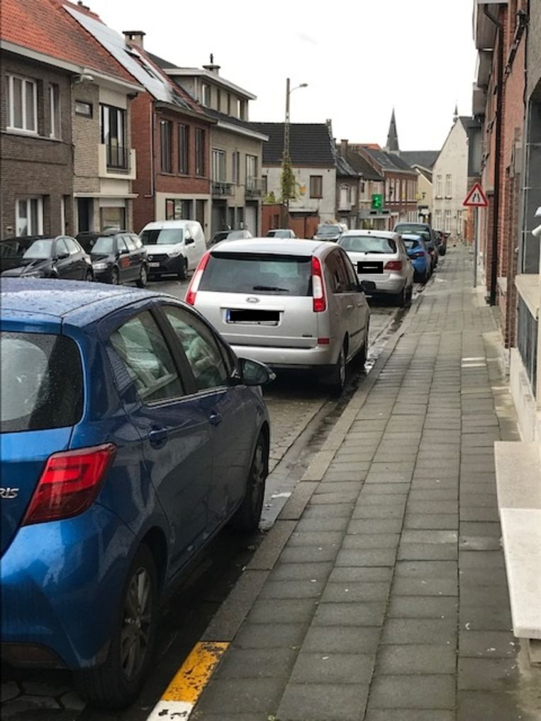 De Schietakkerstraat kampt op piekmomenten nu al met een hoge parkeerdruk.