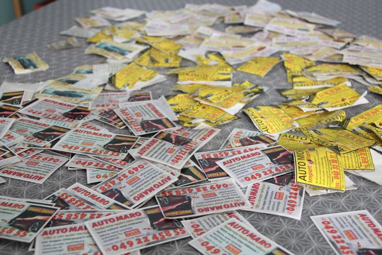 Autoverkopers laten massaal kaartjes achter in de straten van Lede.