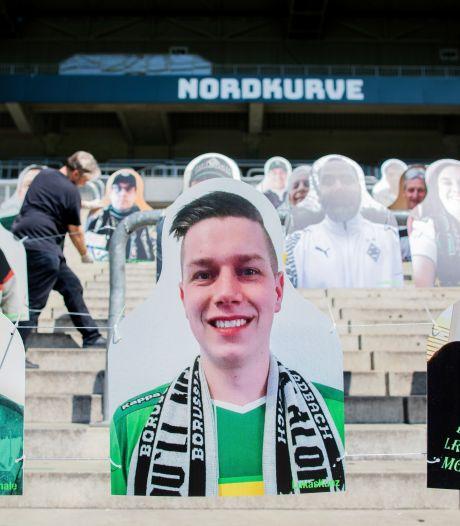 Kartonnen fans op tribunes van Gladbach