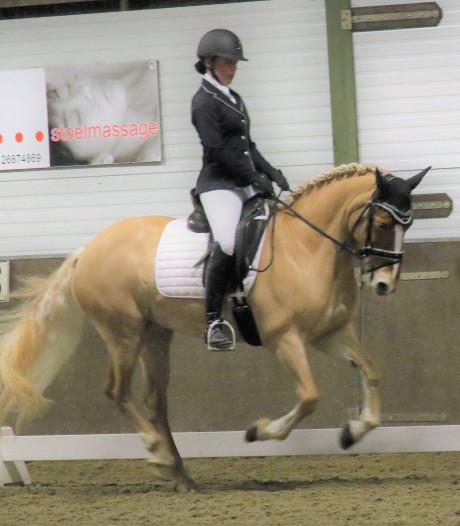 Marinda van de Vreede uit Waarde verrast vriend en vijand met terugkeer met pony bij paarden