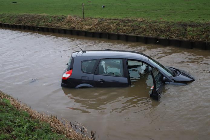 De auto is te water geraakt.