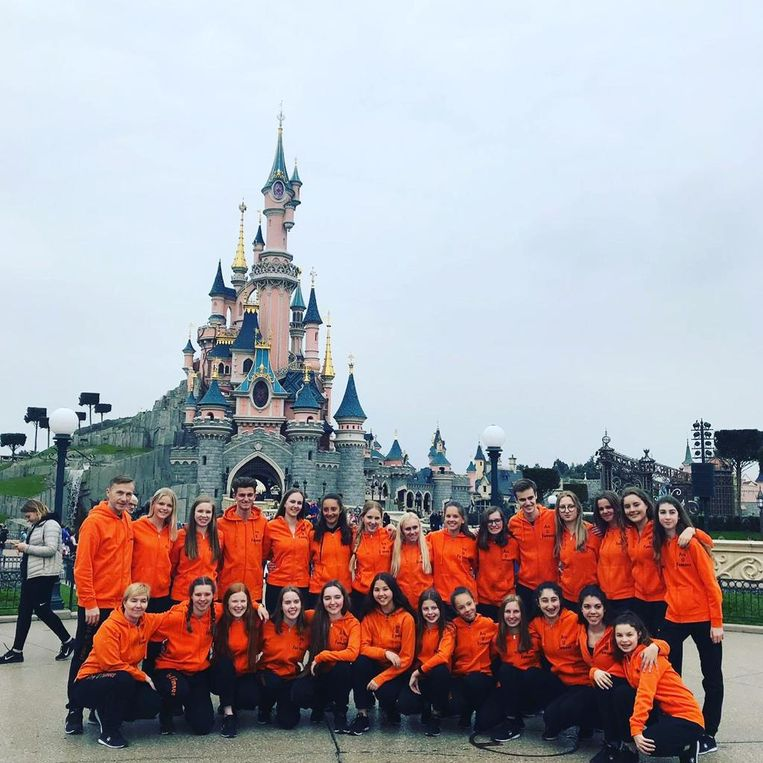 Het showteam van Are U Famous in Disneyland