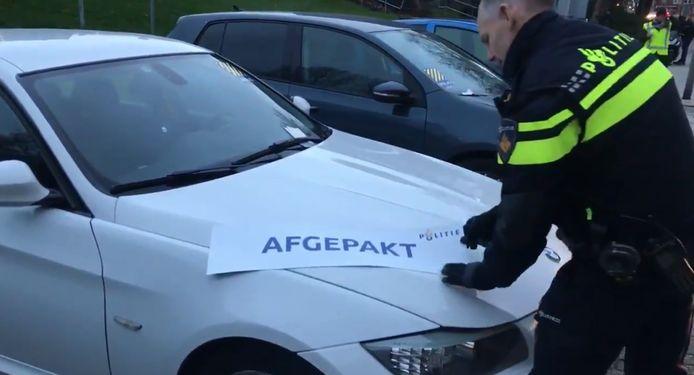 Een wapen tegen de ondermijnende misdaad is het afpakken van de criminele winsten. Zo worden er geregeld dure auto's in beslag genomen bij acties op drugslocaties.