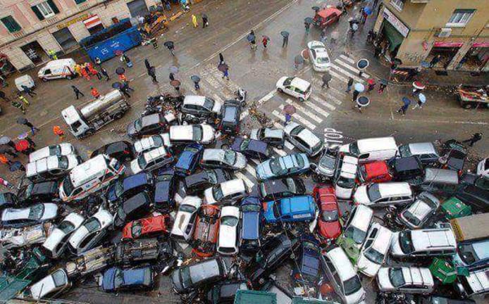 Bij een cyberaanval kunnen auto's met internetverbinding potentieel voor een grote ramp zorgen.