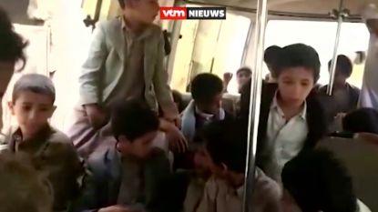 Jongen filmt laatste momenten met lachende klasgenootjes tijdens schooluitstap, een uur later worden hij en 39 andere kinderen gedood door luchtraket