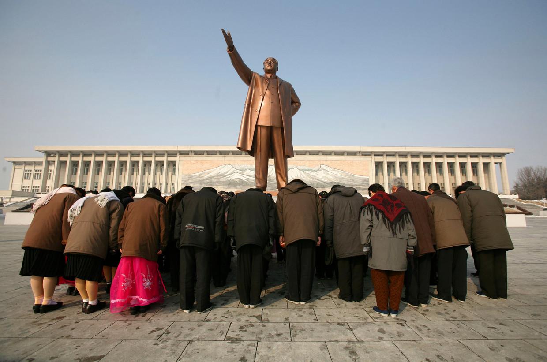 Buigen naar de vader des vaderlands, Kim Il Sung in Pyongyang, Noord-Korea.