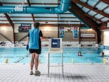 Uitje naar zwembad begint nu al thuis met aantrekken van zwemkleding