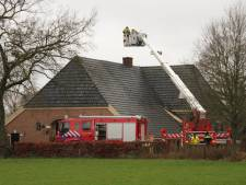 Kerstboomverbranding gaat mis in Holten: brand op zolder