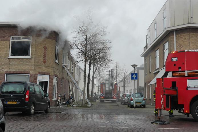 Brand op de bovenverdieping van een woning aan de Vestingstraat in Breda.