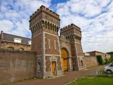 Topdrukte in Scheveningse gevangenis: medewerkers leidden potentiële nieuwe collega's rond