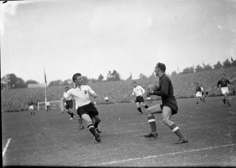 België wint met 5-4 tegen het Hongaarse Wunderteam voor 59.299 toeschouwers op de Heizel. Er waren 400.000 ticketaanvragen voor die match. Richard Orlans scoort twee keer.