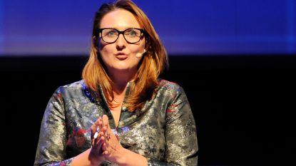 Open Vld-voorzitster Gwendolyn Rutten trekt laken naar zich toe in haar thuisbasis