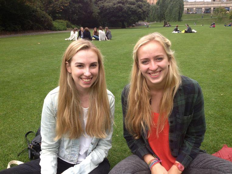 Alice Roberton (rechts) en Joanna Weir (links). Beeld de Volkskrant