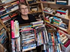 Gerrie runt een webshop met tweedehands boeken: 'De opbrengst is voor de kinderwoorddienst'