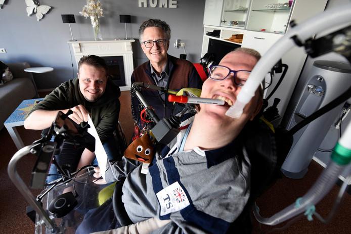 Van links naar rechts: Vincent Groot, coach cliëntenparticipatie Leen Maris van Reinaerde en Rick Baars. © Rianne den Balvert