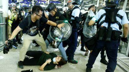 Politie valt binnen in luchthaven Hongkong, rust weergekeerd