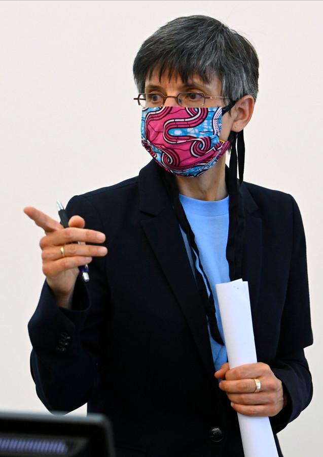 Cathy Berx legt in de provincie Antwerpen een mondmaskerplicht op in een straal van 200 meter rond in- en uitgangen, tijdens aankomst en vertrek van leerlingen.