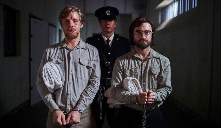 Daniel Webbern (links) en Daniel Radcliffe (rechts) in Escape from Pretoria. Beeld