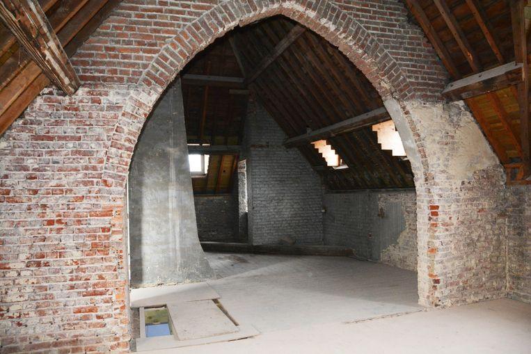 Op de bovenverdieping komen kantoren of ateliers.