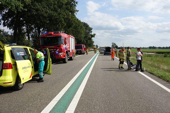 Meerdere hulpdiensten zijn ter plaatse na een ongeval op de N48 waarbij meerdere voertuigen zijn betrokken.