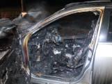 Bestuurder komt net op tijd uit brandende auto in Angerlo