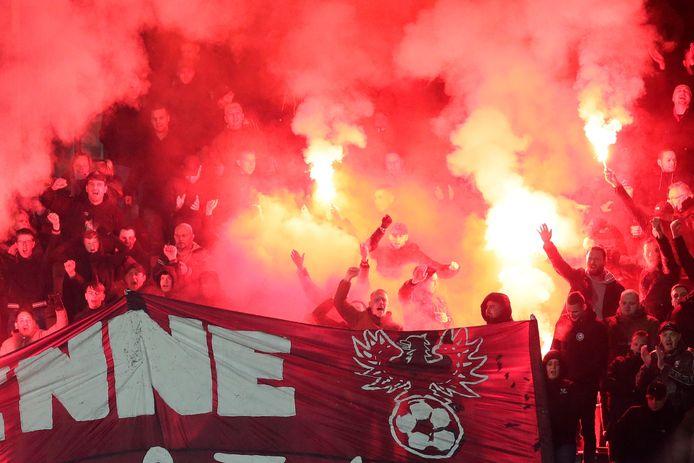 De aanklager betaald voetbal is een vooronderzoek gestart tegen Go Ahead Eagles na vuurwerk in het uitvak tijdens de wedstrijd tegen NAC.