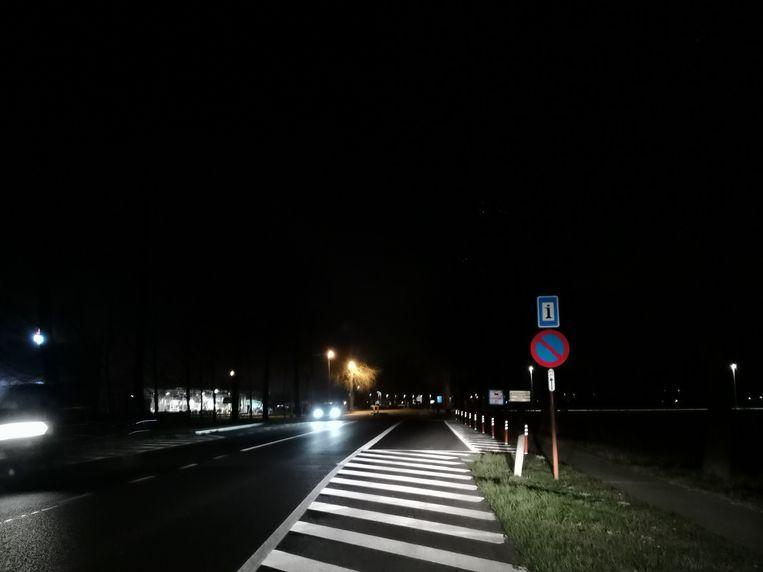 Nachtelijk parkeerverbod voor vrachtwagens langs de Brugsesteenweg in Veurne
