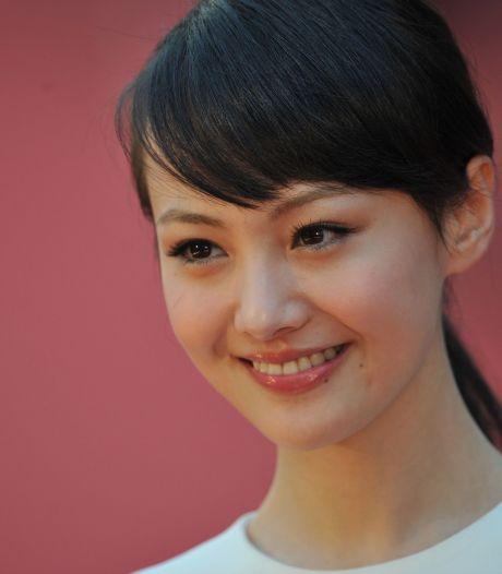 Italiaans modemerk stuurt beroemde Chinese actrice weg na rel om draagmoeder