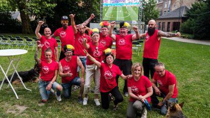 Felicitaties voor opbouwers 'WK-dorp' in park
