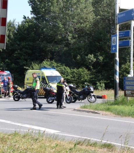 Motorrijdster (37) zwaargewond na aanrijding in Enter