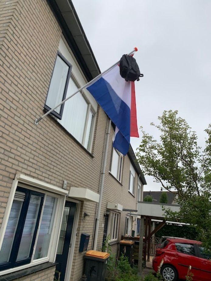 Arie Berkelaar is trots op zijn kleindochter Anouk. De Deventerse heeft op 16-jarige leeftijd haar havo-diploma bemachtigd. Volgend schooljaar vervolgt ze haar loopbaan op de Arnhemse kunstacademie  ArtEZ.  Arnhem