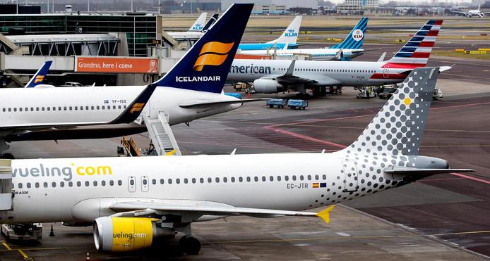 Een biertje in het vliegtuig? Als het aan de autoriteiten op Ibiza en Mallorca ligt, is dat straks verleden tijd.
