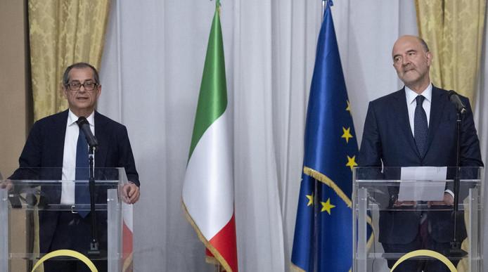 Le ministre italien des Finances Giovanni Tria (à gauche) et le commissaire européen aux Affaires économiques Pierre Moscovici
