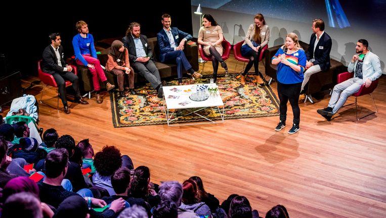 Rotterdamse politici bij het Jongerendebat in Islemunda, het podium van IJsselmonde. Beeld Freek van den Bergh