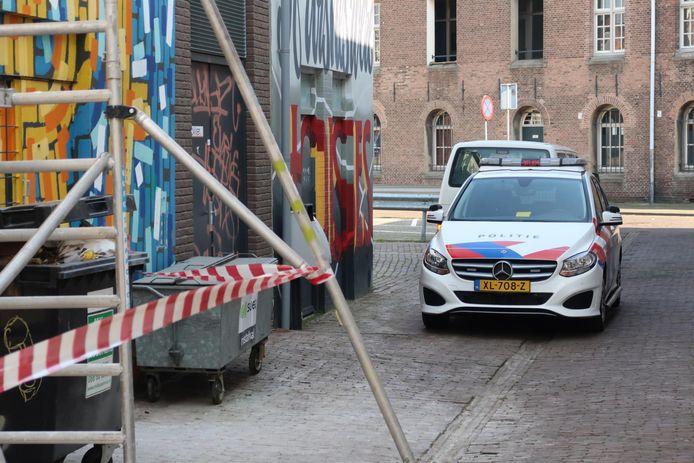 In de Ginnekenstraat in Breda is een man overmeesterd die een vuurwapen bij zich had.