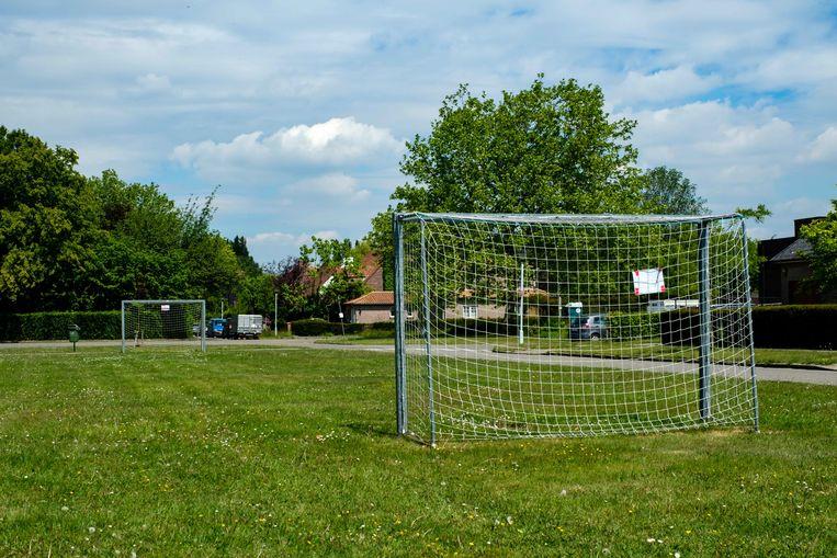 Sportpleinen in Boechout mogen vandaag voor het eerst weer open sinds het uitbreken van de coronacrisis. Hier het voetbalplein in de Breemlaan.